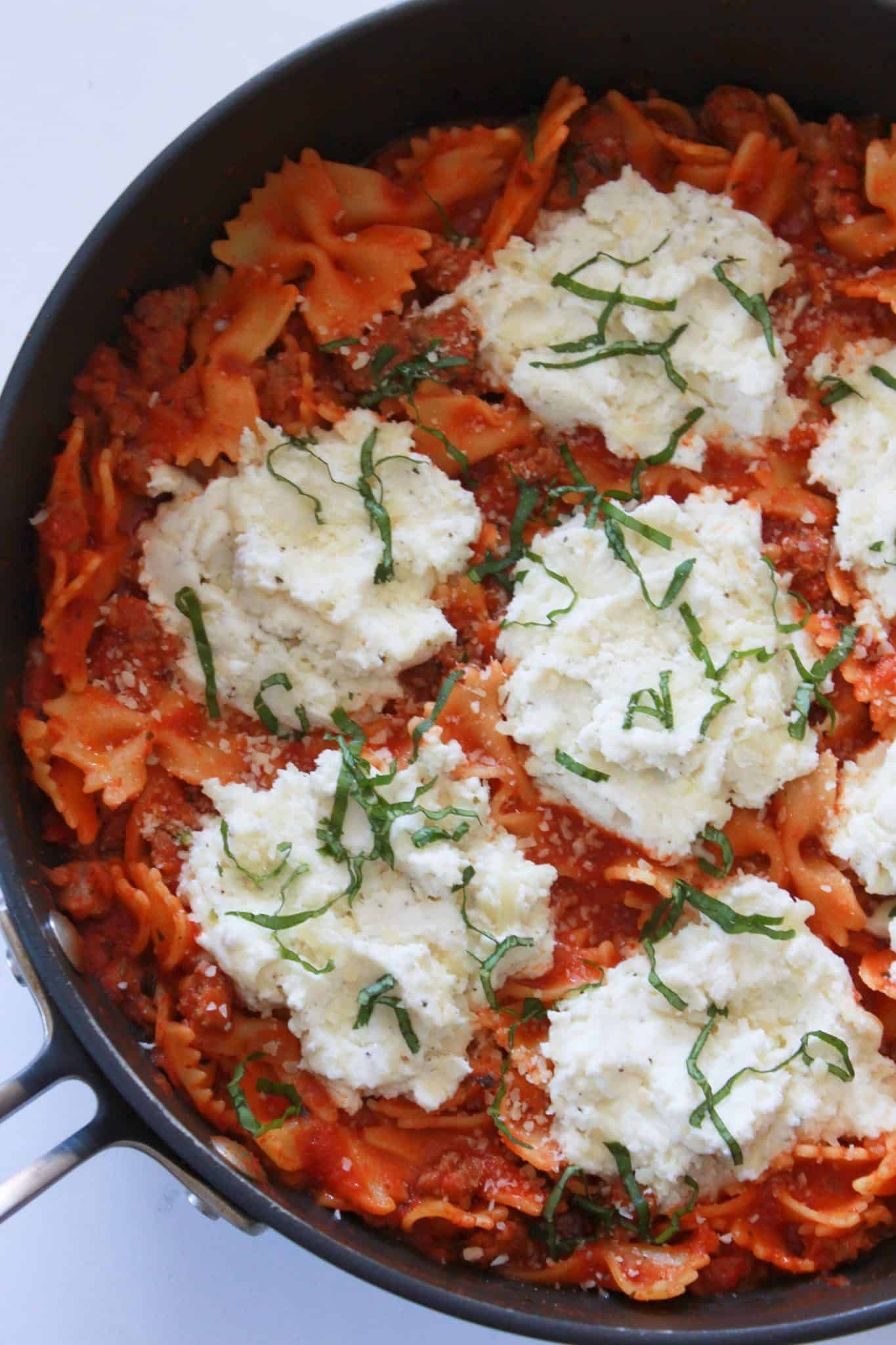 10 Back to School Dinner Ideas in 30 Minutes or Less featured by top US food blogger, Practically Homemade: Lasagna skillet