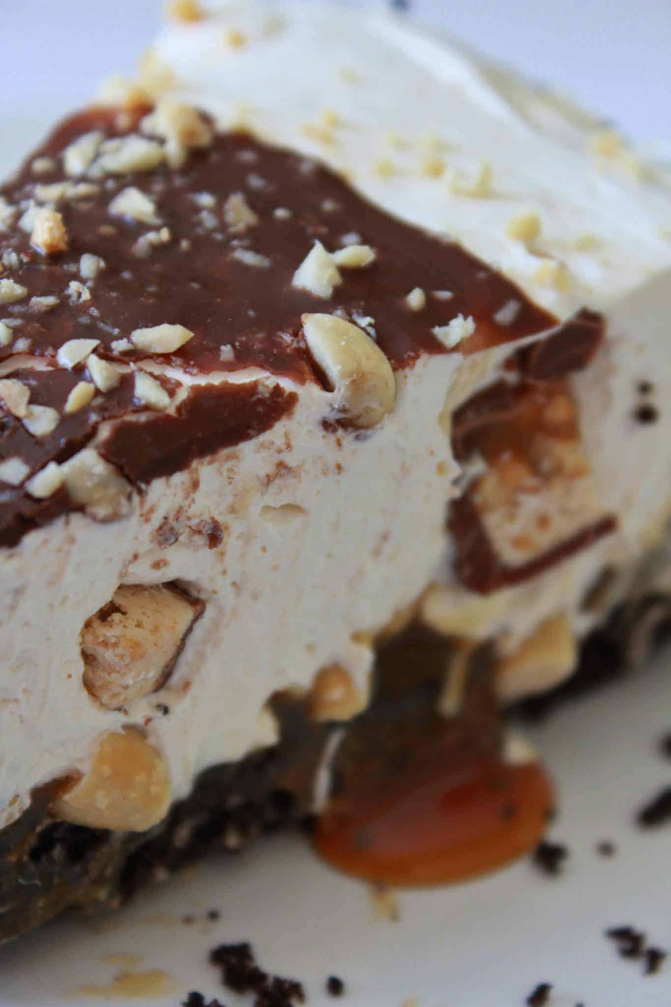 Best No Bake Cheesecakes of 2020 featured by top US dessert blogger, Practically Homemade: snickers no bake cheesecake