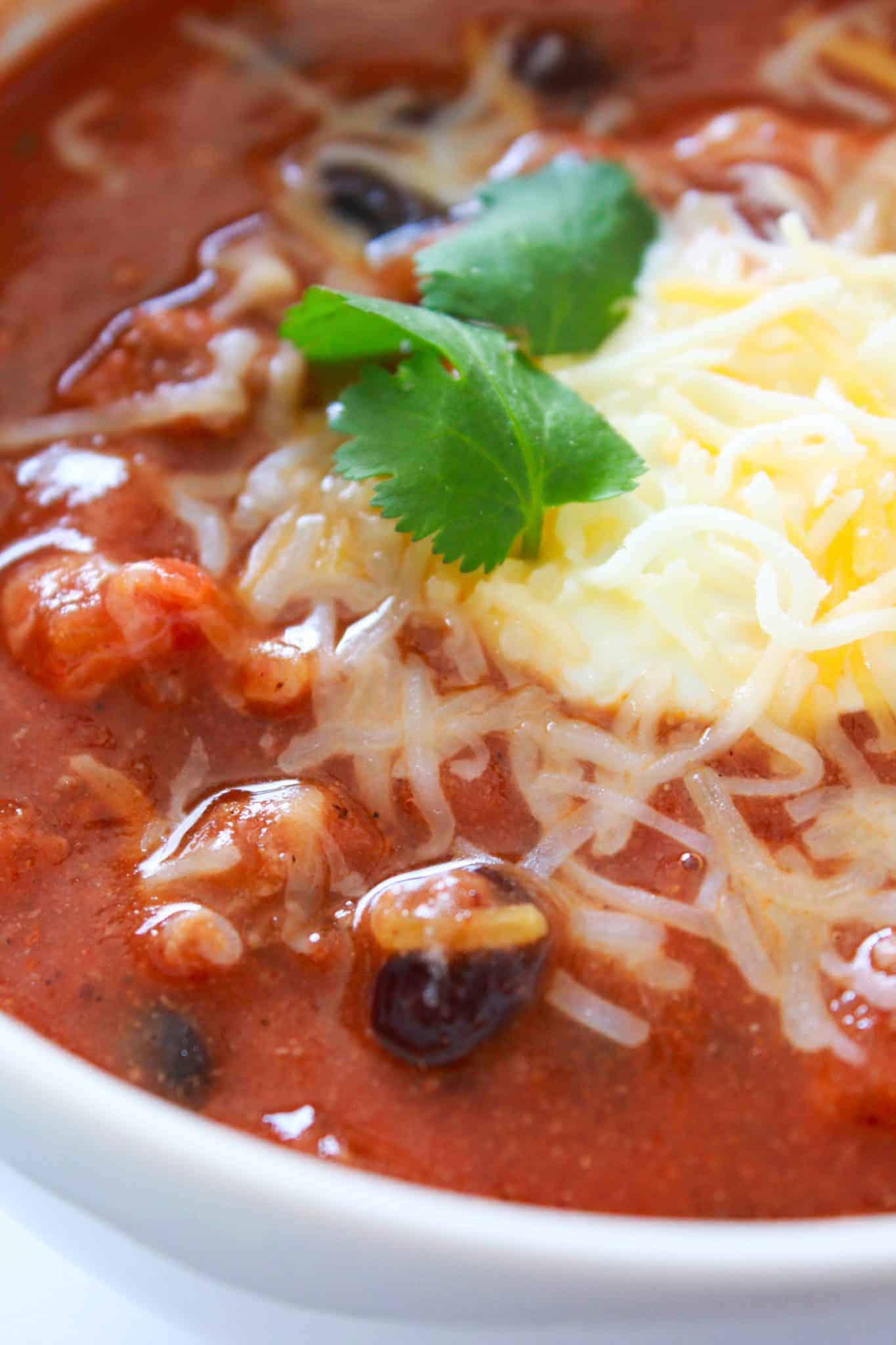10 Back to School Dinner Ideas in 30 Minutes or Less featured by top US food blogger, Practically Homemade: 30 minute chili