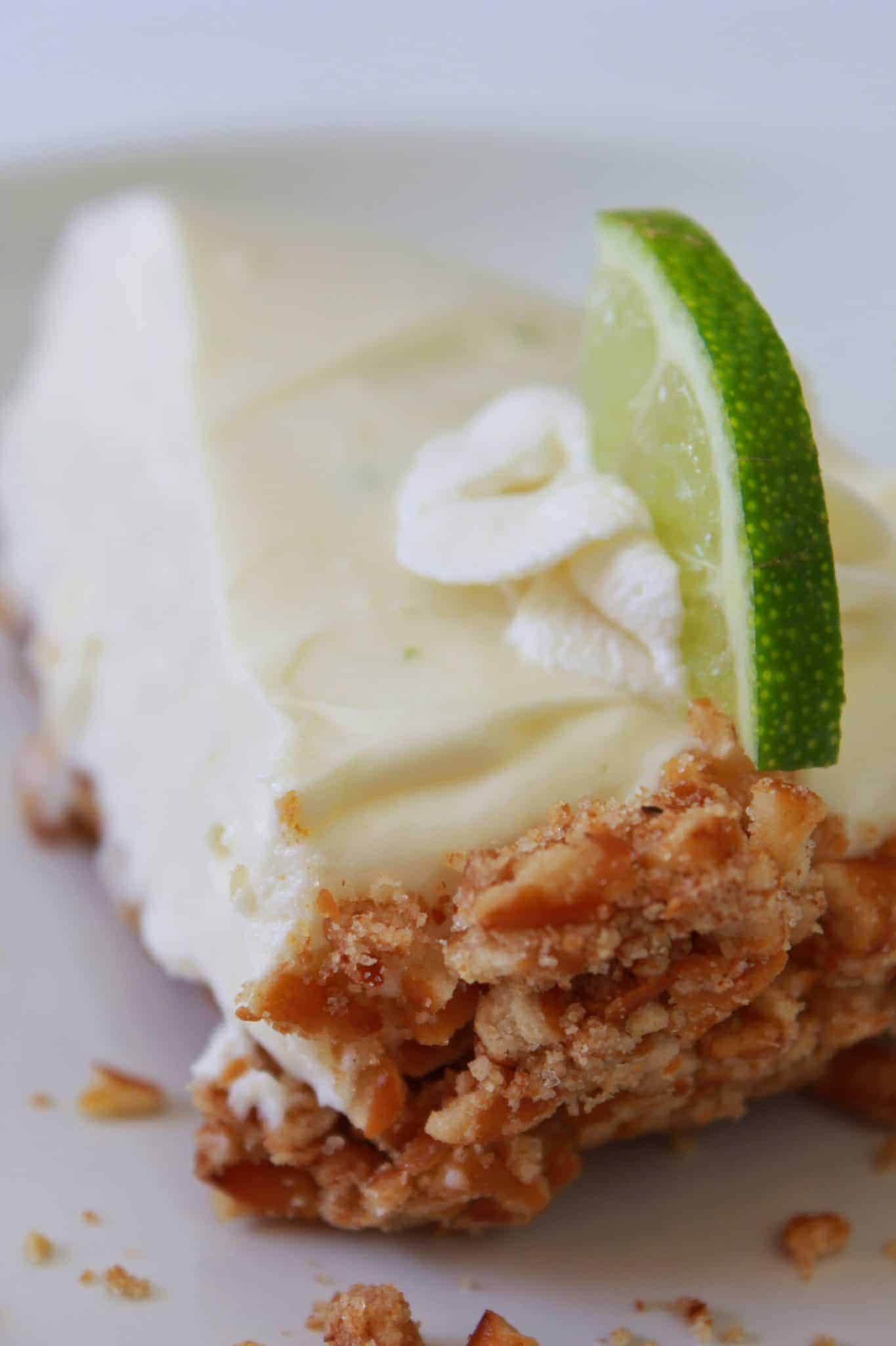 Top 5 Best Easy Thanksgiving Pie Recipes featured by top US dessert blog, Practically Homemade: no bake key lime pie