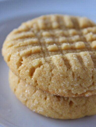 Easy 4 ingredients peanut butter cookies with a cake mix, a recipe featured by top US cookie blog, Practically Homemade.